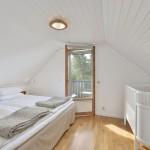 Zimmer 3 mit Doppelbett (180x200 cm), Kinderbett , Balkon